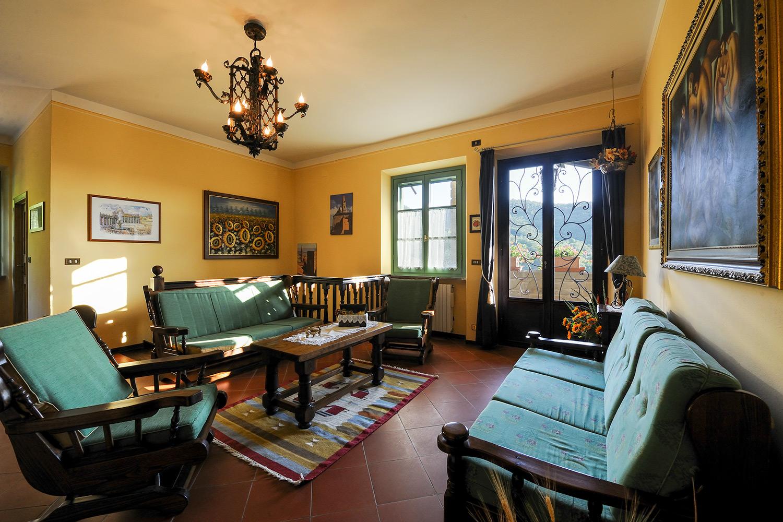 Casale di campagna in toscana per vacanze agriturismo for Interni di casali ristrutturati