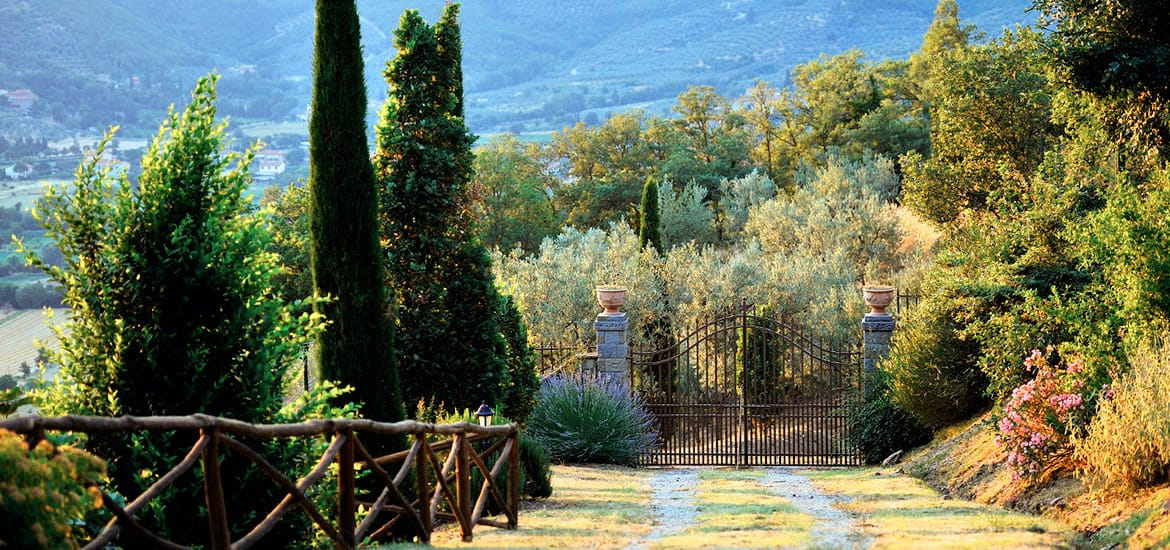 Holiday farm house in Tuscany with park and swimming pool | Country house for holiday rentals near Arezzo